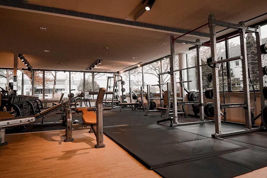 Freihantelbereich im Fitnessstudio Body Culture Eberstadt
