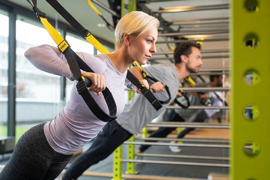 Mann und Frau beim Functional und TRX Training im Body Culture